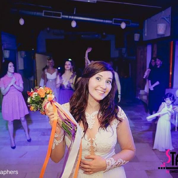 החתונה של לרה וסיימון