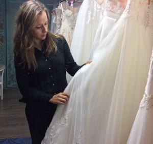 בוחרים בד להזמנת שמלת כלה אונליין